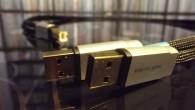 Bu yazımda Acoustic Revive USB-1.0SPS kabloları inceleyeceğim. Bu kablolar ilk çıktıkları dönemlerde bayağı ilgimi çekmişti. Aslında bu tarz kablolara pek yabancı değiliz. Bilişim sektöründe harici hard disk dünyasında veri akışını hızlandırabilmek için çift uca sahip USB kablolarını görmüştük. İlk dönemlerde özel iki uçlu kablolar kullanılırken sonraki dönemlerde bir tarafı standart […]