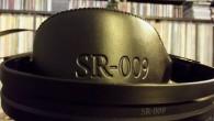 Japon firmanın bir geleneği olan deri ve türevleri kullanımı Stax SR-009 üzerinde yine göz kamaştırıyor. Deri kullanımının en önemli sebebi insan derisinin hassasiyetine uygun malzemeler kullanmak. Bu arada deri ve süet kısımlardaki hastalık derecesindeki ayrıntılar insanın hayranlığını artıran cinsten. SR-Lambda Signature'de de aynı cümleleri yazmıştım. Tahmin ediyorum her kulaklığın sağ […]
