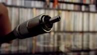 Oyaide Across 750 RR, Japon firmanın interconnect serilerinde yeni bir tasarım ile üretilmiş bir kablo. Yüksek saflıkta oksijenden arındırılmış bakır kullanan ürün yine defalarca ısıtılarak ve soğutularak çekilme işlemine maruz bırakılmış. Bu kabloda farklı bir yapı kullanıldığını söylemiştim, tek bir tel yerine bir çok tel kullanılmış ve kendi içerisinde spiral […]