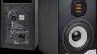 Stereo Mecmuası'nda şimdiye kadar aktif hoparlörler (veya monitörler) konusunda bayağı yazdık çizdik. Farklı firmalardan ürün incelemeleri yayınladık ancak bir o kadar hatta daha fazlası dinleyip yazmadığımız ürünler var. Bu ürünlerin bir çoğu hifi piyasasından ziyade pro-audio pazarına yönelik ürünler. Stereo Mecmuası'nın genel yayın çizgisi hifi alanında olduğu için, konumuz dışındaki […]