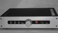 Pre amplifikatörlerin gerekliliği odyofiller arasında hep tartışma konusu olmuştur. Stereo hifi sistemlerinin altın çağında, her sistemde en az bir radyo, pikap ve kaset teyp hatta bir de makara teyp bulunmaktaydı. Dinleyeceğiniz kaynağı seçme, kayıt kaynağını seçme, kayıt monitorü ve ton kontrol işlemleri müzik setlerinin vazgeçilmez fonksiyonlardı. Pre ampların bağımsız birimler […]