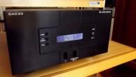 Goldnote DAC30 oldukça ilginç bir DAC. Üreticisi tarafından sipariş üzerine üretilmeye devam eden bu ürünün ilginç tarafı çıkış katında 4 adet tüp olması. Ürün elime ulaştığında üreticinin web sitesini açtığımda daha önce Stereo Mecmuası'nda incelediğimiz DAC7 hariç herhangi bir DAC gözükmüyordu. Firmanın Türkiye temsilcisi olan Fil Elektronik'i aradığımda şu an […]