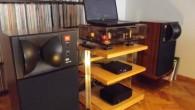 """Benchmark tasarımcıları amplifikatörün siz güç tuşuna bastığınız anda optimal sesi verdiğini belirtmişler. Dolayısıyla herhangi bir ısınma süreci beklemeden müzik dinlemeye başlayabiliyorsunuz. İlk konfigürasyonda Benchmark AHB2 ve Benchmark DAC2 L, Vovox XLR kablo ile birbirine bağlı durumda ve kaynak olarak bilgisayarımı kullanıyorum. İlk önce Frank Zappa'nın """"Apostrophe"""" albümü ile başlayalım. Bu […]"""