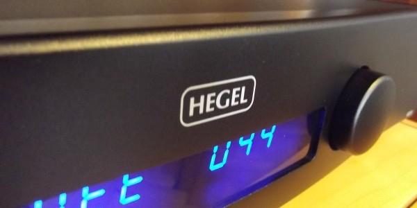 Hegel firmasının ürün yelpazesine yeni eklediği amiral gemisi DAC modeli HD30 bu yazımızdaki konuğumuz. Hegel, bu modelde geçmişte eksikliğinden bahsettiğimiz 32 bit/192 kHz ve DSD desteğinin yanında ağ üzerinden yayın akışı (stream) özelliğini de HD30′a eklemiş. Bu sayede cihaz UPnP/DLNA desteğine sahip olmuş ayrıca Apple'ın AirPlay teknolojisi destekleniyor. İşin içerisine […]