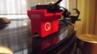 Ortofon firmasının yeni Quintet serisinin en ucuz üyesi olan Red modelini bu yazımızda konuk ediyoruz. Şahsım adına Ortofon firmasının birçok iğnesini kullandım veya deneme fırsatım oldu. Özellikle giriş seviyesinde OM serisi ile yıllar boyu düşük bütçeler ile hareket etmek zorunda kalan plakseverlerin en iyi dostu olan Ortofon geçtiğimiz yıllarda 2M […]