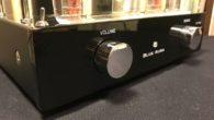 """Geçtiğimiz aylarda Blue Aura firmasının v32 Blackline modeli amplifikatörünü incelemiştik. Bu yazımızda ise bir üst model olan """"v40 Blackline"""" modeline bir bakış atacağız.""""v40 Blackline"""" tıpkı küçük kardeşi gibi hibrid yapılı bir amplifikatör. Yani giriş katında lamba çıkış katında ise solid state yapı kullanılıyor. Bu amplifikatör de müzik sisteminizin kalbi olacak […]"""